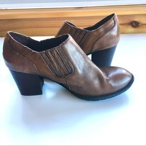 Born size 8 (EU 39) brown leather ankle boot heel